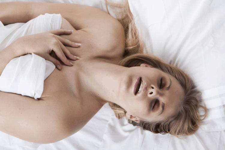 5 dấu hiệu phụ nữ nghiện sex mà đàn ông nên biết